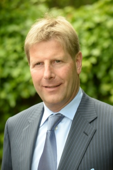 Julian M. Hadschieff, Vorstandsvorsitzender PremiQaMed Group, Geschäftsführender Gesellschafter Humanocare Group